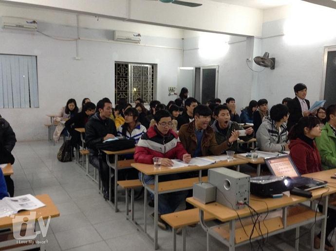 Cả lớp đang luyện âm