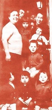 Bác sĩ Nguyễn Khắc Viện và một gia đình người Pháp