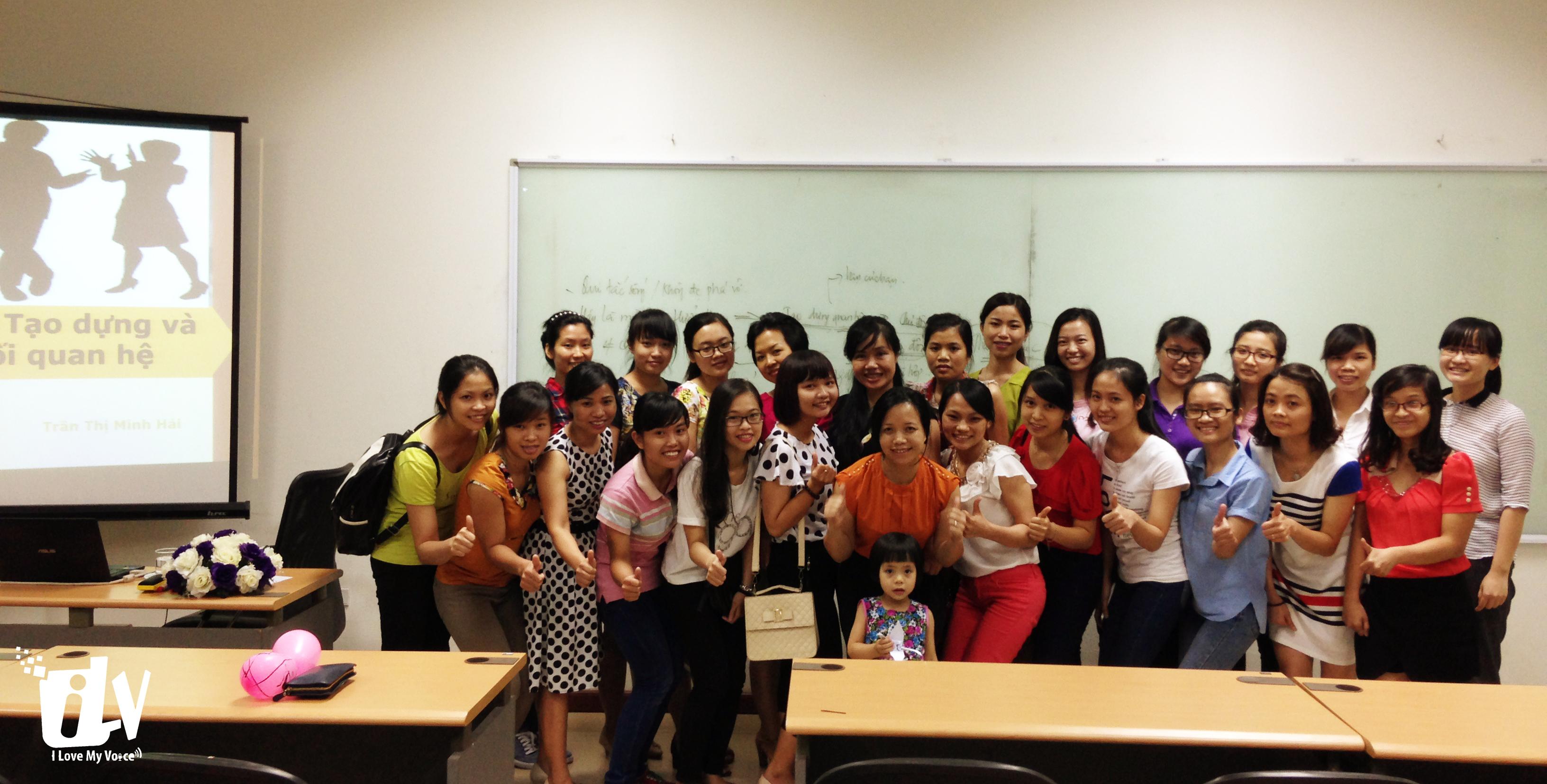Các chị, các bạn tham gia chương trình cùng cô Trần Thị Minh Hải.